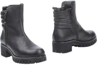 Andrea Morelli Ankle boots - Item 11301348