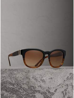 Burberry Buckle Detail Square Frame Sunglasses, Black