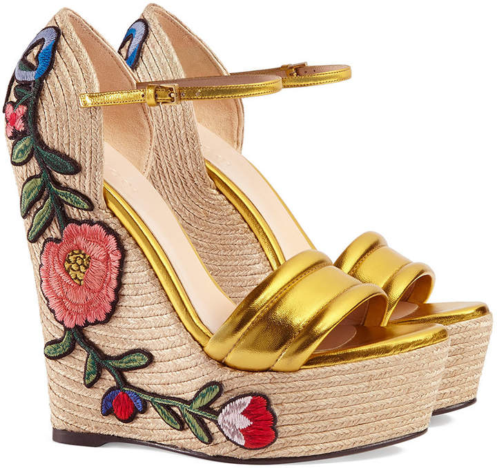 756f4c9d2006 Gucci Embroidered metallic leather platform espadrilles detail image