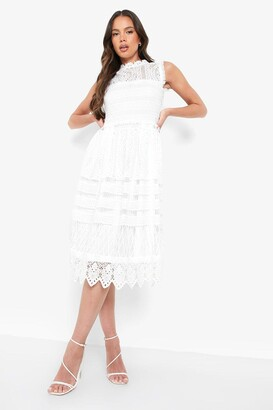 d3a0fc8037e8 boohoo Boutique Lace Midi Skater Dress