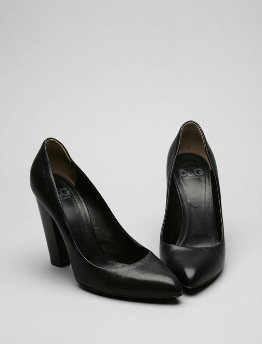 D&G Dolce & Gabbana Erin Leather Rounded Point Pump in Black