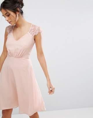 Elise Ryan V Neck Midi Dress With Eyelash Lace Sleeve