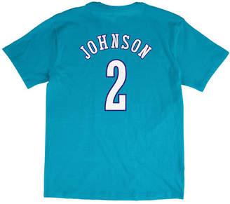 Mitchell & Ness Men's Larry Johnson Charlotte Hornets Hardwood Classic Player T-Shirt