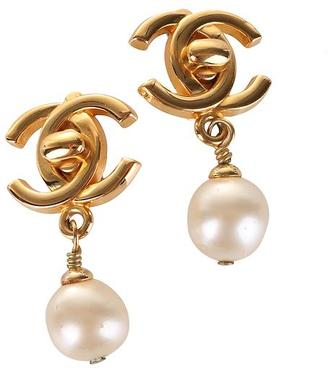 Luxe Finds Chanel Gold Pearl Dangle Earring