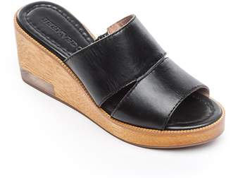 Bernardo FOOTWEAR Kara Wedge Sandal