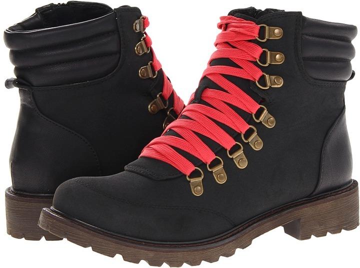 NOMAD Trek (Black) - Footwear