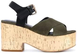 Strategia crossover platform sandals