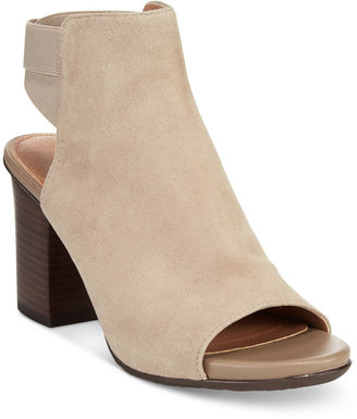 Kenneth Cole Reaction Frida Fly Sandals $89 thestylecure.com