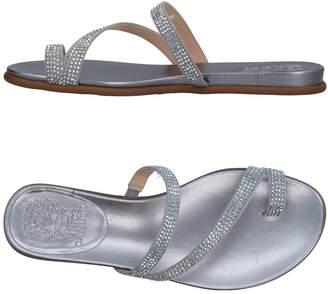 Vince Camuto Toe strap sandals