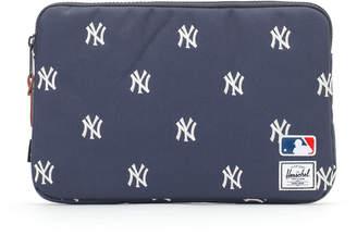 Herschel (ハーシェル) - Herschel SUPPLY CO. MLB 11インチ Macbook スリーブケース ネイビーxホワイト ヤンキース