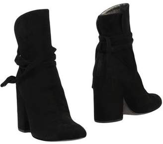 Ann Tuil Ankle boots