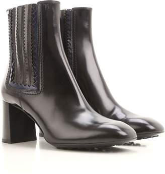 Tod's Leather Zigzag Detail Booties