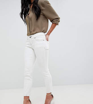 Asos DESIGN Petite Whitby Low Rise Jeans In Off White With Contrast Stitching