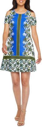 Robbie Bee Short Sleeve Cold-Shoulder Floral Shift Dress-Petite