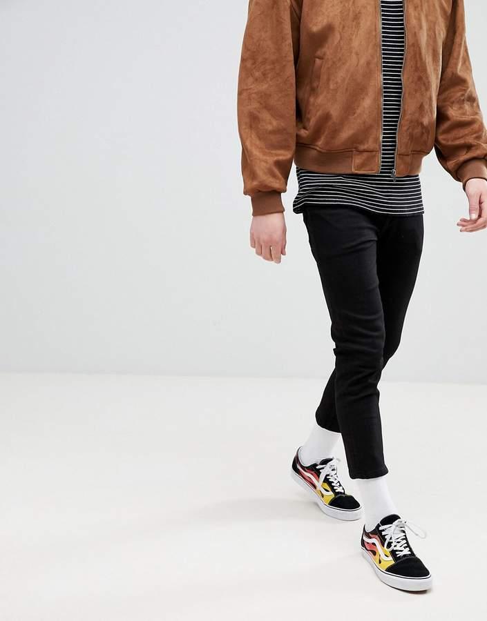DESIGN – Superenge schwarze Jeans im kurzen Schnitt