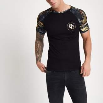 River Island Black muscle fit baroque raglan T-shirt