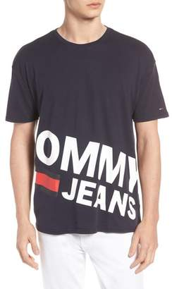 Tommy Jeans Essential Magnified Logo T-Shirt