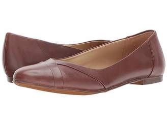 6f72beb9663 Naturalizer Brown Round Toe Women s flats - ShopStyle