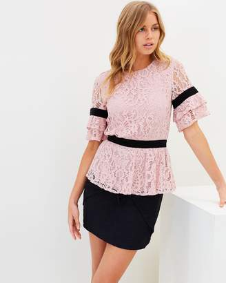 Atmos & Here ICONIC EXCLUSIVE - Yvette Lace Contrast Top