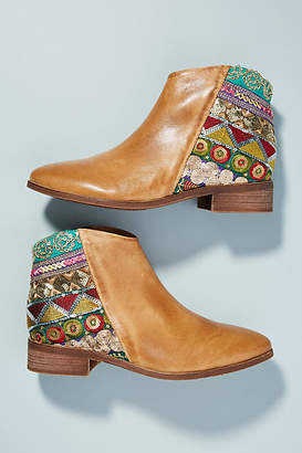 Antelope Embroidered Booties