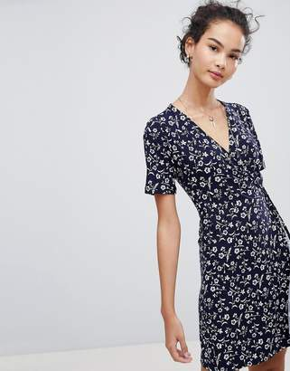 QED London Short Sleeve Floral Wrap Dress