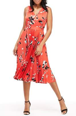 Maggy London Gabby Floral Pleated Dress