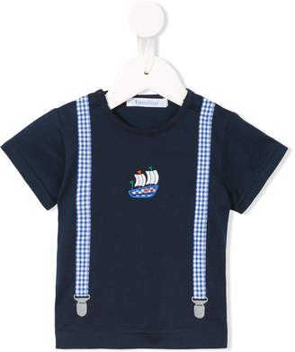 Familiar appliqué braces T-shirt