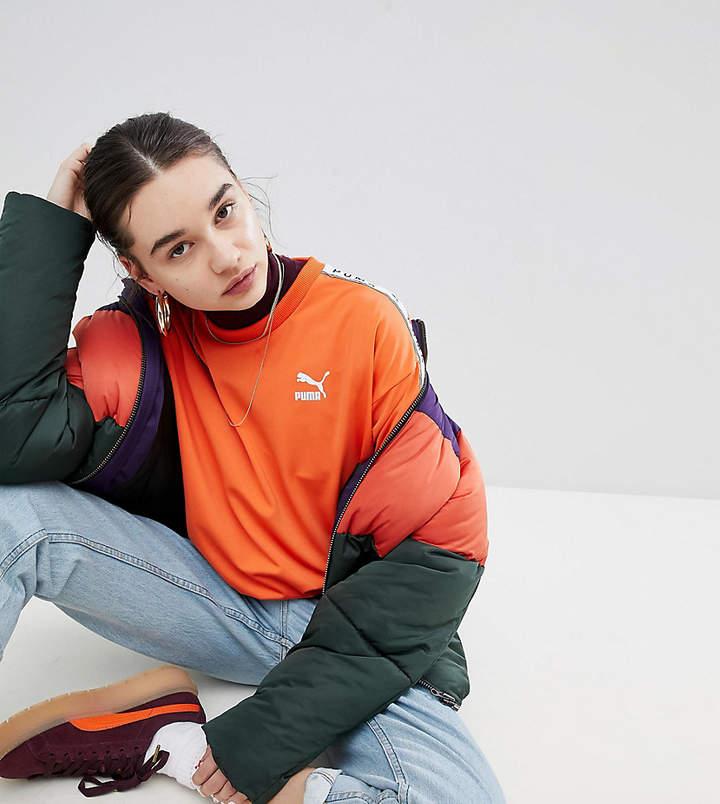 – Orangefarbenes Sweatshirt mit aufgesetzten Streifen, exklusiv bei ASOS