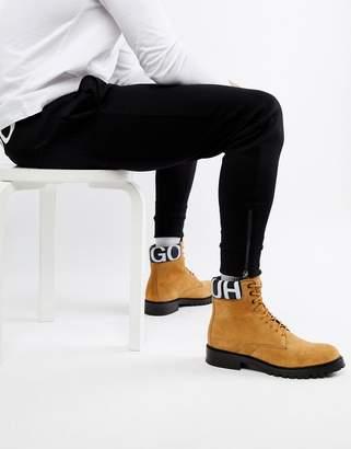 HUGO Explore Halb Suede Logo Boots in Tan