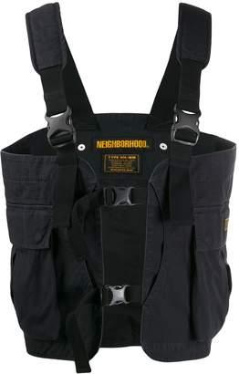 Neighborhood buckle fastening sleeveless jacket