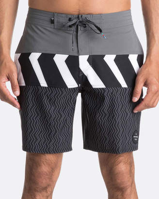 "Quiksilver Mens Zig Zag Blocked 18"" Beachshort Boardshort"