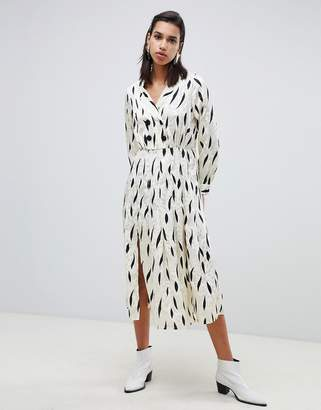 Asos Design DESIGN pleated maxi dress with long sleeves and collar in contemporary print