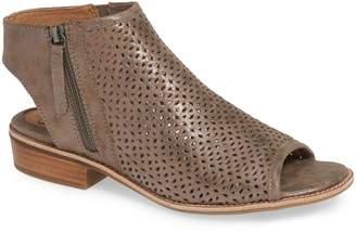 Sofft Natesa Perforated Sandal