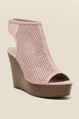 Indigo Rd Kabina Wood Platform Wedge - Blush