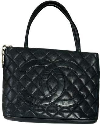 Chanel Médaillon leather handbag