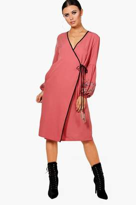 boohoo Petite Embroidered Puff Sleeve Kimono Dress