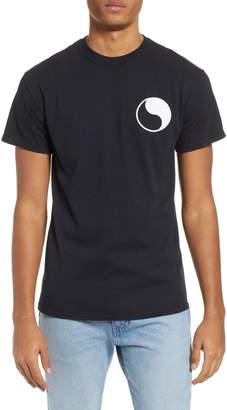 Yin & Yang Free & Easy Yin Yang Logo T-Shirt