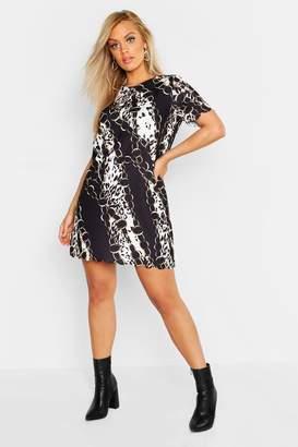 boohoo Plus Chain Print Scallop Hem Shift Dress