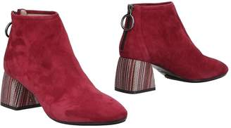 Milla Ankle boots