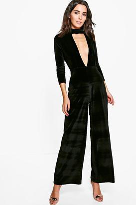 boohoo Hannah Choker Plunge Velvet Jumpsuit