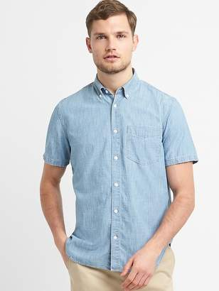 Gap Standard Fit Short Sleeve Shirt in Chambray