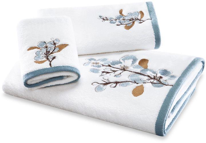 Bed Bath & Beyond Art in Motion Hanami Bath Towel Collection