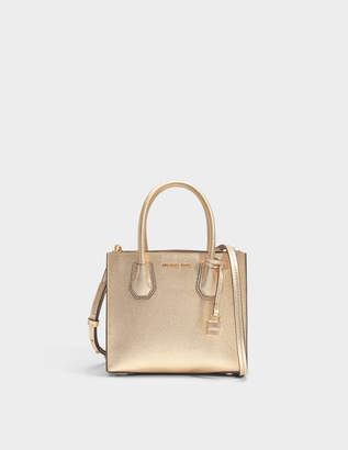 MICHAEL Michael Kors Mercer Medium Messenger Bag in Pale Gold Mercer Pebble Leather