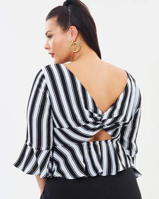ICONIC EXCLUSIVE - Tori Twist Back Top