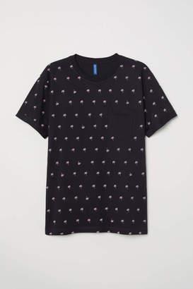 H&M T-shirt with Chest Pocket - Dark blue/batik - Men