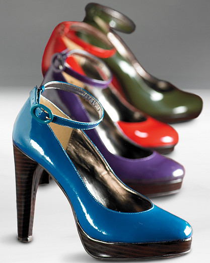 Patent leather-look platform pump