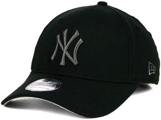 New Era New York Yankees Core Classic 39THIRTY Cap $29.99 thestylecure.com