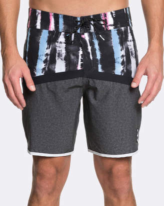 "Quiksilver Mens Highline Fortune 18"" Boardshort"