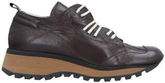 Shy Low-tops & sneakers