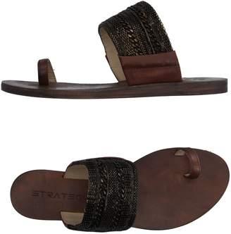 Strategia Toe strap sandals